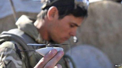 Vojaci v Afganistane používajú 10-cm helikoptéry s kamerou – sú to Britskí vojaci