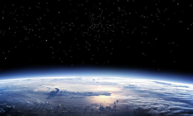 Ako ozón zabíja vírusy: Pozrite sa na žiariacu korónu vo vnútri ozónového generátora